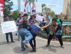 Jurnalis Sibolga-Tapteng Unjuk Rasa di Komplek TNI AU