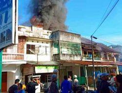 Sebuah Rumah Terbakar Di Dekat Eks Bioskop Tagor Sibolga