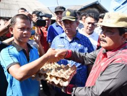 Wakil Wali Kota Sibolga Edi Polo Serahkan Bantuan kepada Korban Kebakaran