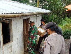 Babinsa Koramil 07/Salak Pastikan Sembako Tersalur Sampai ke Pelosok Desa