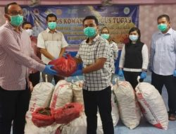 Bupati Tapteng Berikan 450 Kg Jahe Merah kepada Tenaga Kesehatan