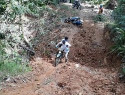 Tak Kenal Lelah, Bupati Tapteng Sampai Jatuh dari Motor Trail Saat Tinjau Lokasi TMMD