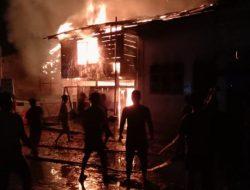Api Diduga Berasal dari Kantor Lurah Pasar Sarulla