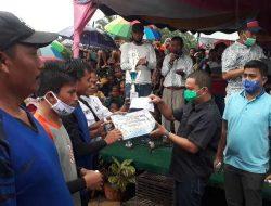 Bupati Tapteng Serahkan Piala kepada Juara Bola Voli Kecamatan Manduamas