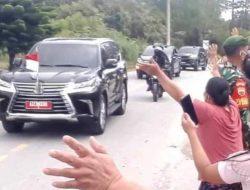 Warga Kecamatan Pollung Sambut Presiden Jokowi