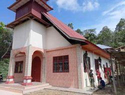 Gereja Dicat Satgas TMMD, Warga Jemaat Ulu Bouso Kini Lebih Nyaman Beribadah