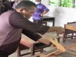 Wali Kota Sibolga Berang Bongkar Sendiri Meja Belajar yang Rusak