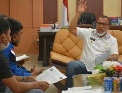 Wali Kota Sibolga Terima Pedagang Pasar di Ruang Kerjanya