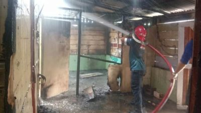 Heboh, Tiba-tiba Rumah Kosong Terbakar di Sibolga