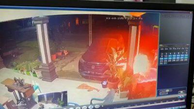 Aksi Pembakaran Mobil Anggota DPRD Tapteng Terekam CCTV