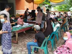 Polsek Pinangsori Awasi Penyaluran Bantuan Beras PPKM