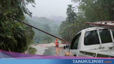 Jalan Barus-Pakkat Ambles, Tiang Listrik Tumbang, Listrik Padam di 7 Kecamatan